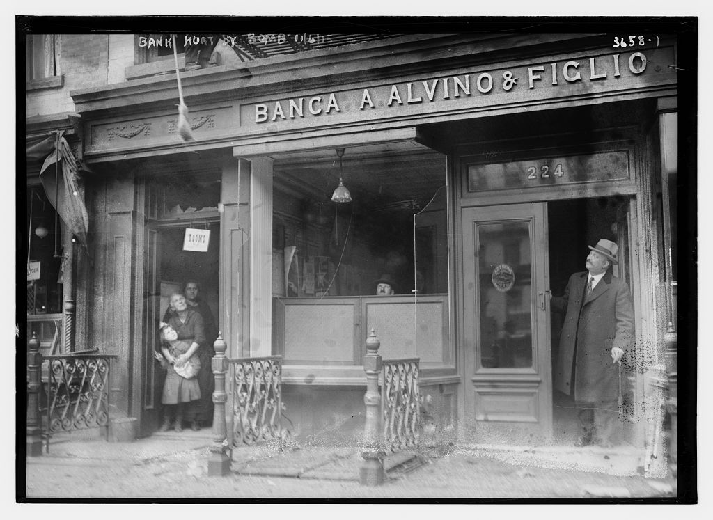 An Italian bank at Lafayette and Spring Streets, damaged in a Black Hand dynamite attack, 1915 Nov. 6 (Courtesy Library of Congress)