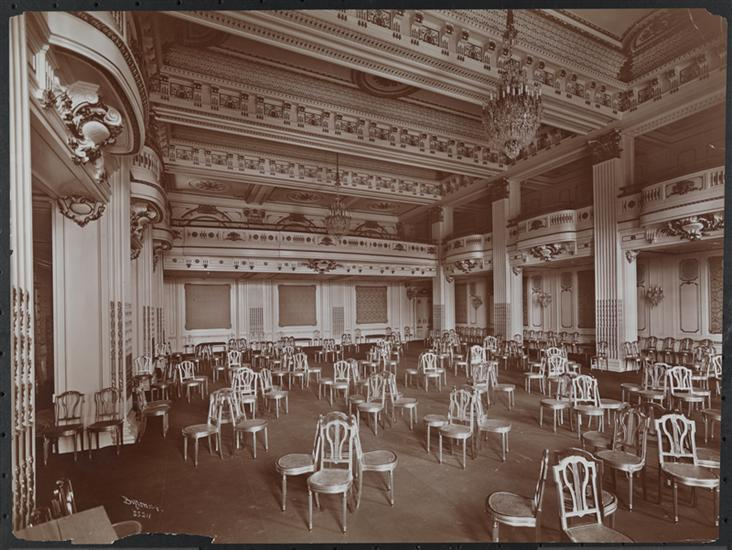 The ballroom of the Plaza, 1907 (Courtesy Museum of the City of New York)