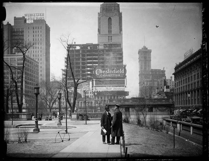 Bryant Park in 1920. Looking west on 42nd Street at 6th Avenue (you can see the elevated railroad!) In the distance is One Times Square. (Museum of the City of New York)