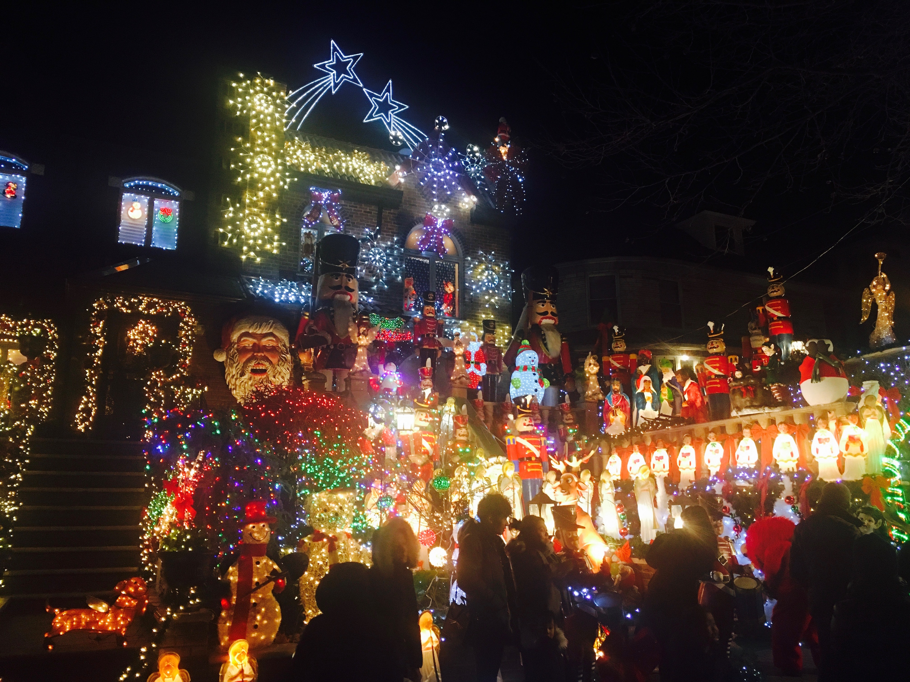 Dyker Heights Brooklyn Christmas Lights.Festively Bonkers Welcome To The Dyker Heights Christmas