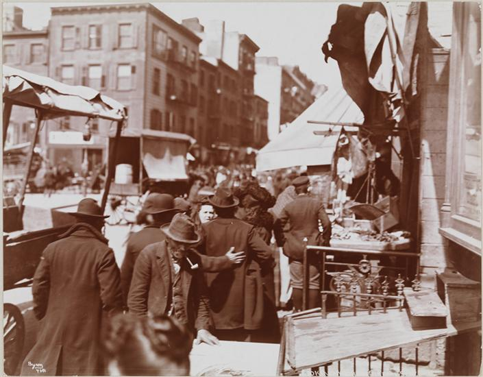 Street vendors on Mulberry Street, 1898 (Library of Congress)