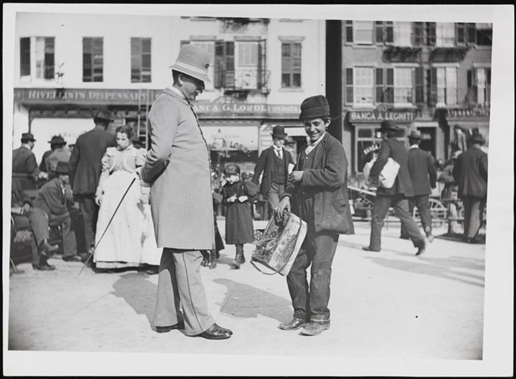 A street musician and a cop on Mulberry Street, 1897. (Courtesy Museum of City of New York)
