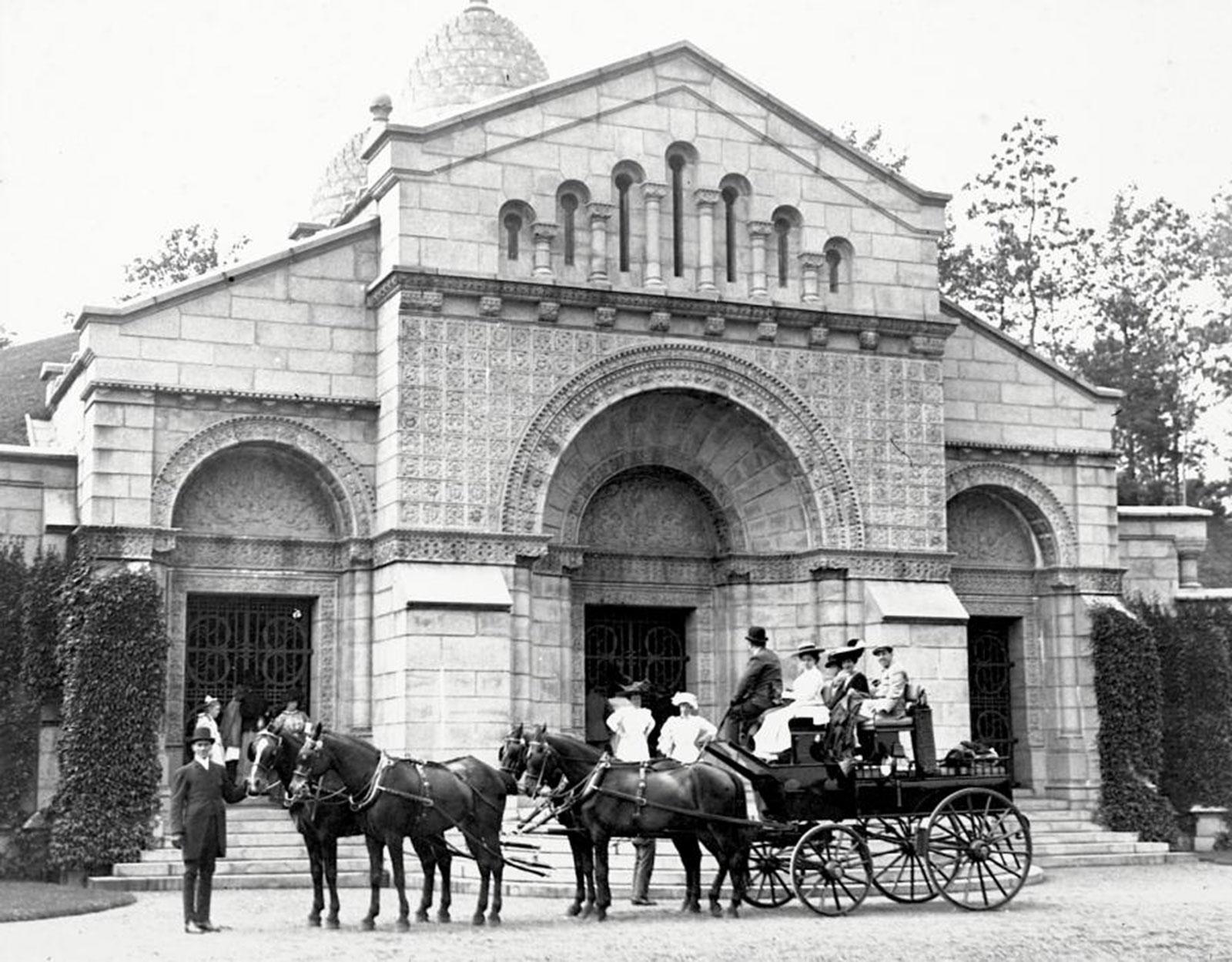 new-york-vanderbilt-mausoleum-2-1892-unknown